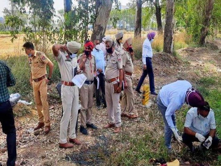 सरहिंद मे कॉन्टीनेंटल कॉलेज के पास शव का मुआयना करती मौके पर पहुंची पुलिस।