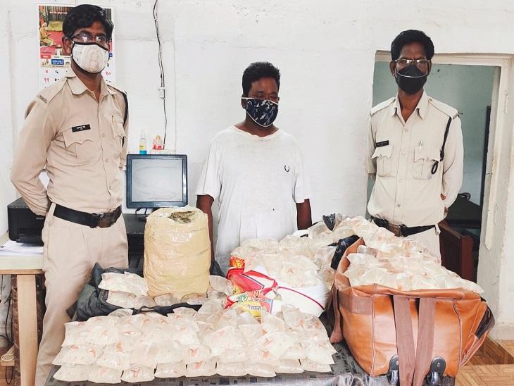 पुरी एक्सप्रेस से नशे का सामान लेकर स्टेशन पहुंचा तस्कर गिरफ्तार, गांजा व देशी शराब बरामद|भिलाई,Bhilai - Dainik Bhaskar