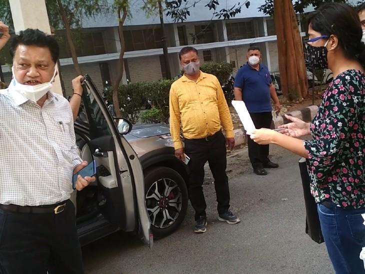 15 मिनट की ऑक्सीजन है, मरीजों को ले जाओ...एंबुलेंस ने 1 किमी. दूर के 3 हजार वसूले रुपए|रोहतक,Rohtak - Dainik Bhaskar