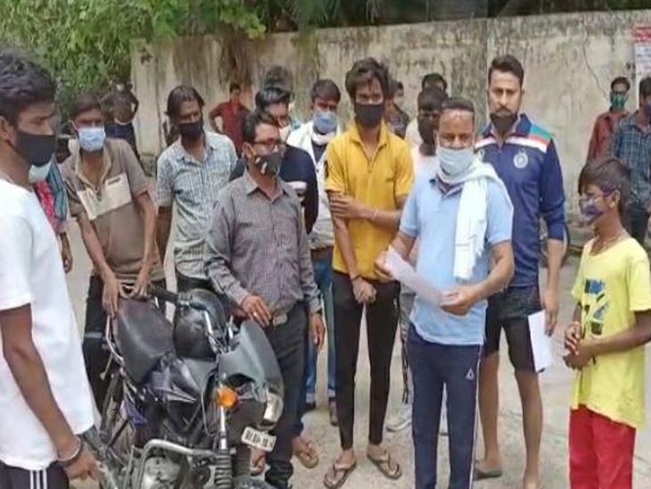 वृद्ध की सामान्य बीमारी से हुई मौत, अंत्येष्टि से पहले क्षेत्रवासियों ने कहा- यहां अंतिम संस्कार से फैलेगा कोरोना, निगेटिव रिपोर्ट दिखाने के बाद माने अजमेर,Ajmer - Dainik Bhaskar