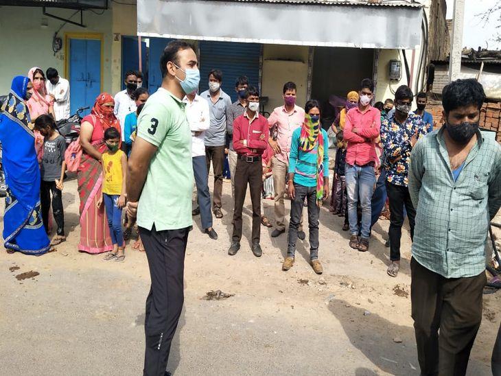 मौके पर मौजूद एसडीएम व सवारियां-फोटो भीकम शर्मा