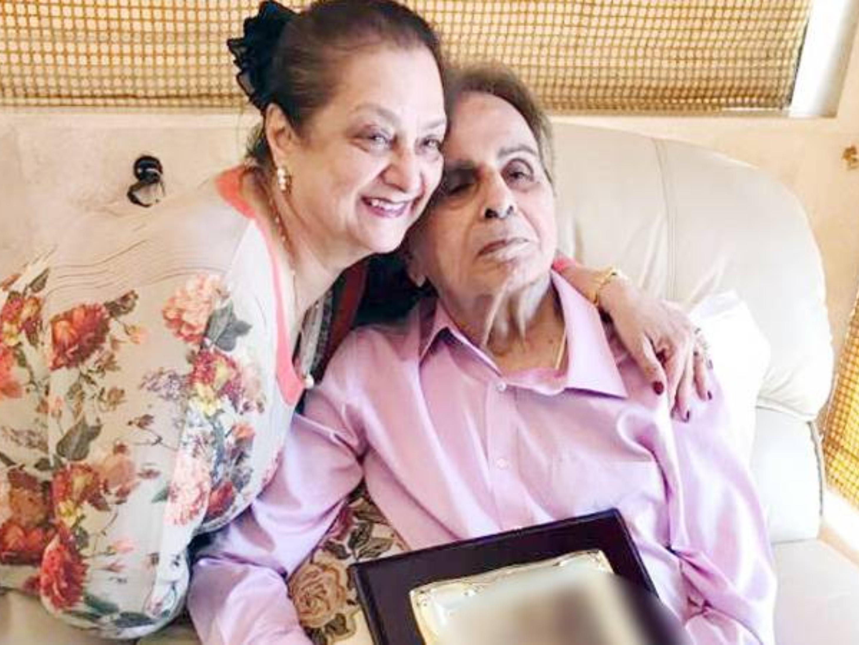 98 साल के दिलीप कुमार हॉस्पिटल में भर्ती, सायरा बोलीं- रूटीन चेकअप करवाने आए थे, अब घर जा रहे हैं|बॉलीवुड,Bollywood - Dainik Bhaskar