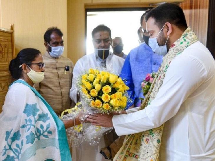 बंगाल विधानसभा चुनाव के पहले CM ममता बनर्जी से मुलाक़ात कर तेजस्वी यादव ने उन्हें बिना शर्त समर्थन दिया था।