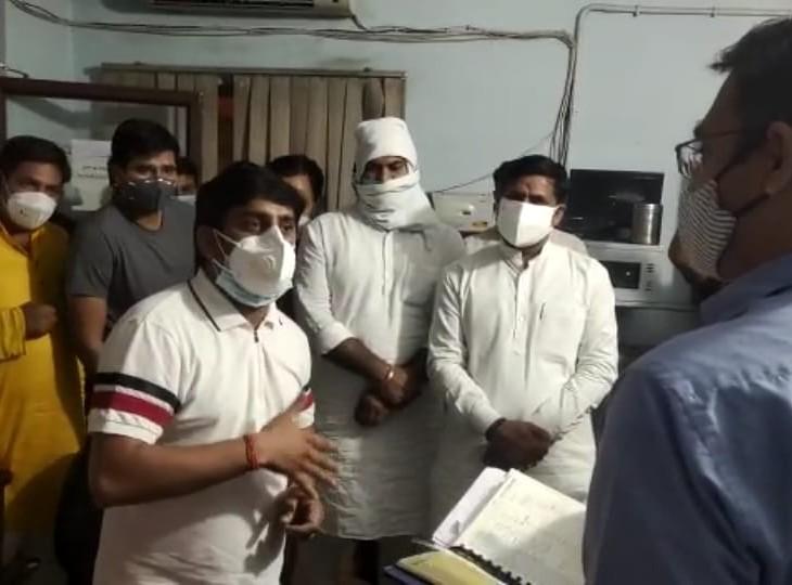 प्रशासनिक अफसरों से बोले- तिजारा का कोटा 250 सिलेंडरों का, आप भेज रहे हो सिर्फ 40, ब्लैक में बेचते शर्म नहीं आती|अलवर,Alwar - Dainik Bhaskar