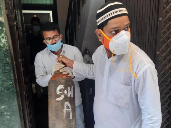 दिल्ली का यह युवा मुफ्त में लोगों को दिला रहा है ऑक्सीजन, अब तक 1000 से ज्यादा लोगों की कर चुका मदद|DB ओरिजिनल,DB Original - Dainik Bhaskar