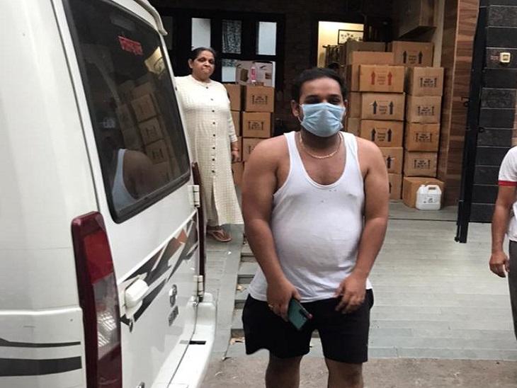 तस्वीर रायपुर की है। आशीष नाम के इस युवक के गोरखधंधे की जांच अब ड्रग डिपार्टमेंट कर रहा है। - Dainik Bhaskar