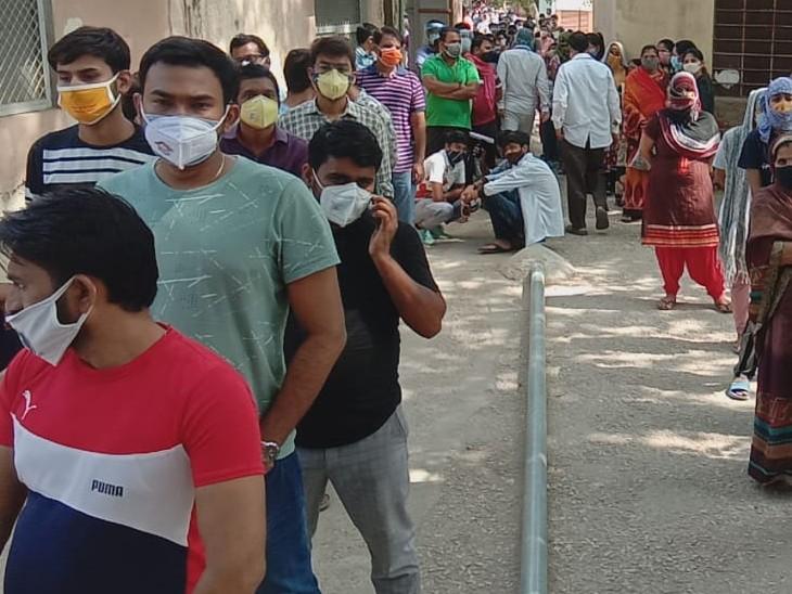 अलवर जिले में 18 प्लस काे वैक्सीन लगाने के टीका केन्द्र व डोज कम, रजिस्ट्रेशन कुछ ही मिनट में पूरे, फिर 12 घण्टे इंतजार|अलवर,Alwar - Dainik Bhaskar