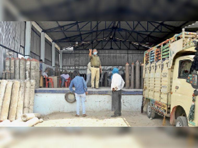 200 सिलेंडर प्रतिदिन सप्लाई वाले इंदौर रोड प्लांट पर महामारी में खपत तीन गुना बढ़ी|उज्जैन,Ujjain - Dainik Bhaskar