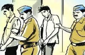 स्कॉर्पियो से नाका तोड़ा; कर्मचारियों को कुचलने की कोशिश कर भागते वक्त पलटी, 2 गिरफ्तार, 3 फरार जालंधर,Jalandhar - Dainik Bhaskar