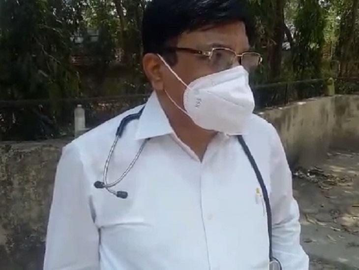डॉ. गुप्ता बोले- ऊपर बेड खाली नहीं था। क्रिटिकल मरीज के लिए हाउसकीपिंग स्टाफ तैयारी कर रहे था। सीरियस मरीज को गेट पर लाकर खड़े हो जाएंगे तो उनकी गलती है।