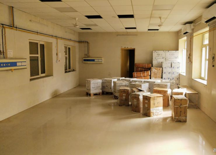 वेंटिलेटर शुरू हो जाते, प्रशिक्षित नर्सिंग स्टॉफ मिल जाता तो यह कमरा गोदाम नहीं 10 बेड का आईसीयू नजर आता