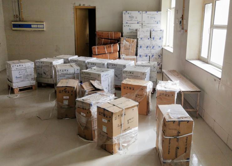 कोटपूतली के बीडीएम अस्पताल में 9 महीने से डिब्बों में बंद वेंटिलेटर मशीनें सिर्फ इंस्टाल होने के इंतजार में धूल खा रही है