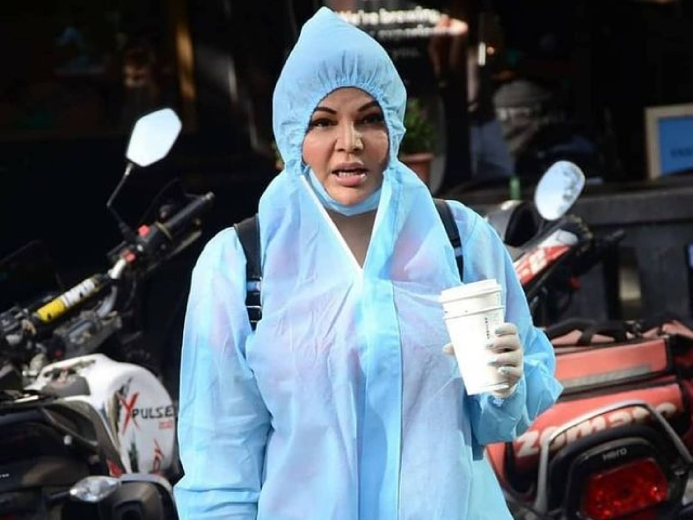 काेरोना संक्रमण पर राखी सावंत का बयान- मेरे शरीर में पवित्र खून है, इसलिए मुझे कोरोना नहीं होगा बॉलीवुड,Bollywood - Dainik Bhaskar