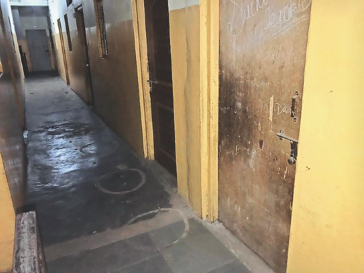 सरकार ने मास प्रमोशन का निर्णय लिया तो अभिभावक निश्चिंत हो गए और स्कूल से संपर्क ही तोड़ दिया। - Dainik Bhaskar