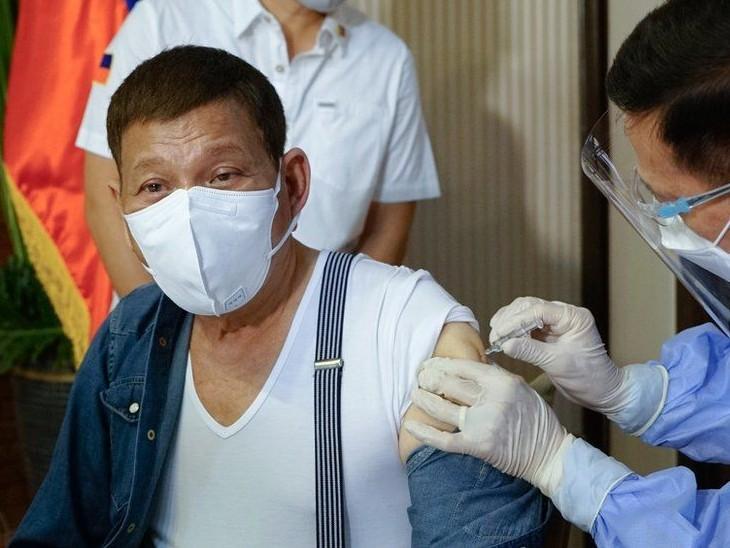 फिलीपींस ने कहा- चीन से दान में मिली अनअप्रूव्ड वैक्सीन लौटाएंगे; राष्ट्रपति दुर्तेते ने यही वैक्सीन लगवाने के लिए माफी मांगी|विदेश,International - Dainik Bhaskar