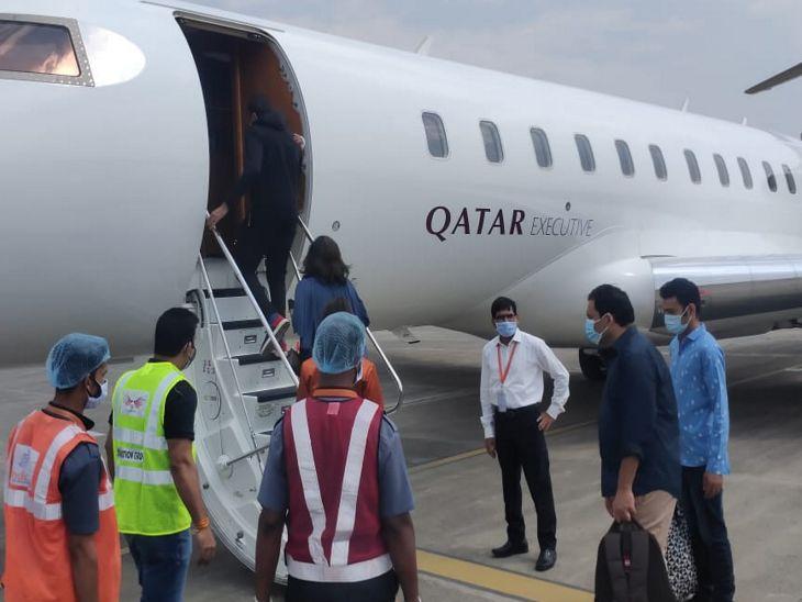 काराेबारी के परिवार काे लेने के लिए दोहा से इंदौर आया विमान, 7 पैसेंजर काे लेकर हरारे के लिए भरी उड़ान|इंदौर,Indore - Dainik Bhaskar
