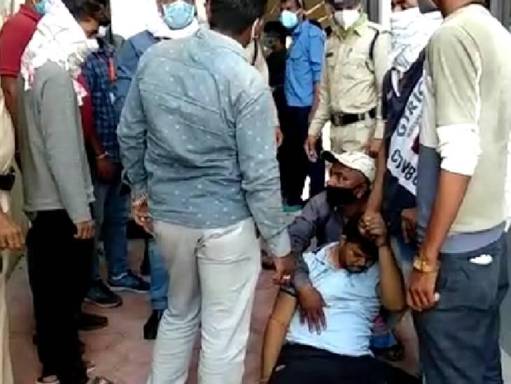 रतलाम में दहलीज पर तड़पते हुए मरीज ने तोड़ा दम; बेड खाली नहीं होने की वजह से नहीं किया गया इलाज रतलाम,Ratlam - Dainik Bhaskar