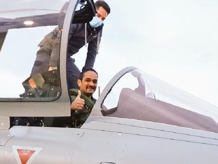 तीनों राफेल विमान फ्रांस के मेरिग्नैक-बोर्डो एयरबेस से उड़ान भरें। - Dainik Bhaskar