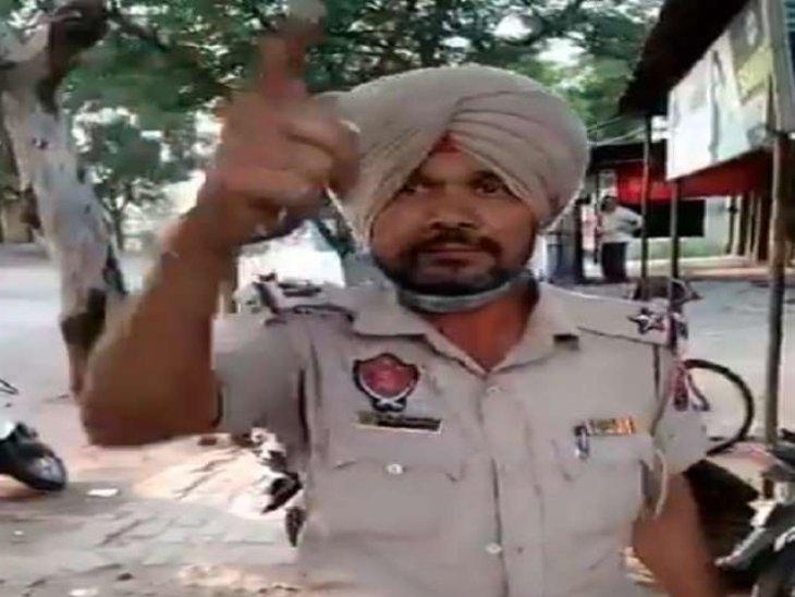 फगवाड़ा के SHO के बाद बटाला के ASI ने किया शर्मसार; नशे में लोगों को दी गालियां, विभाग ने गिराई गाज|पंजाब,Punjab - Dainik Bhaskar