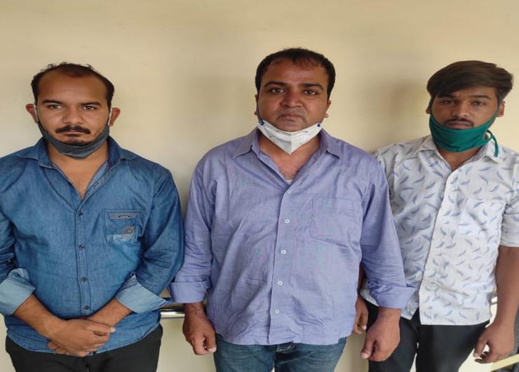SMS हॉस्पिटल के वार्ड ब्वॉय और निजी अस्पताल के कर्मचारी के मार्फत 60 हजार रुपये में दो इंजेक्शन बेच रहा था सरकारी डॉक्टर|जयपुर,Jaipur - Dainik Bhaskar