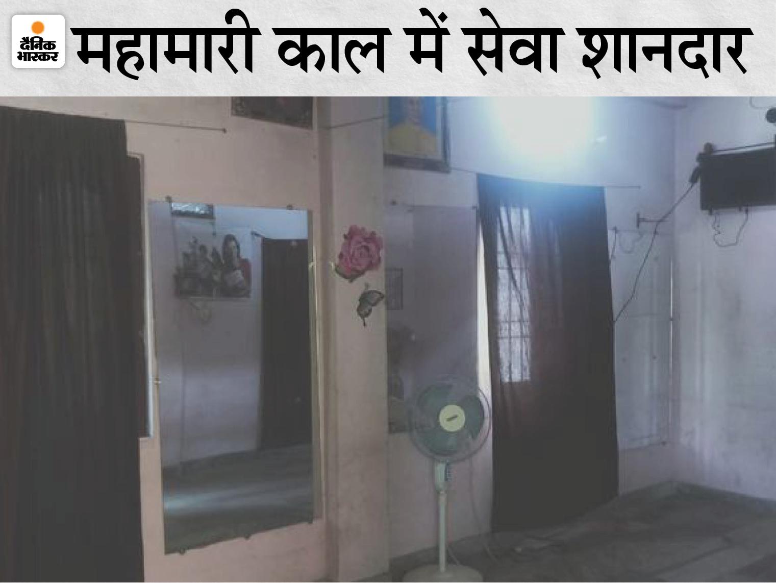 रमेश मिश्रा का घर, जिसे वे कोरोना मरीज के परिजनों को दे देते हैं। - Dainik Bhaskar