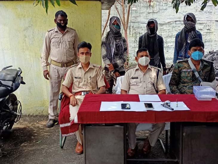 गिरफ्तार आरोपियों में गोलपार निवासी शोएब अंसारी, नईसराय निवासी अमन झा और थाना चैक रामगढ़ के रहने वाले गोलू कुमार वर्मा शामिल हैं। - Dainik Bhaskar