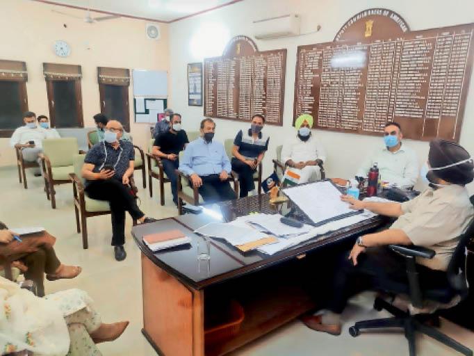 मिनी लॉकडाउन के कारण हो रहे नुकसान पर दुकानदार एसोसिएशनों की डीसी से बैठक; डीसी लेंगे फैसला|अमृतसर,Amritsar - Dainik Bhaskar