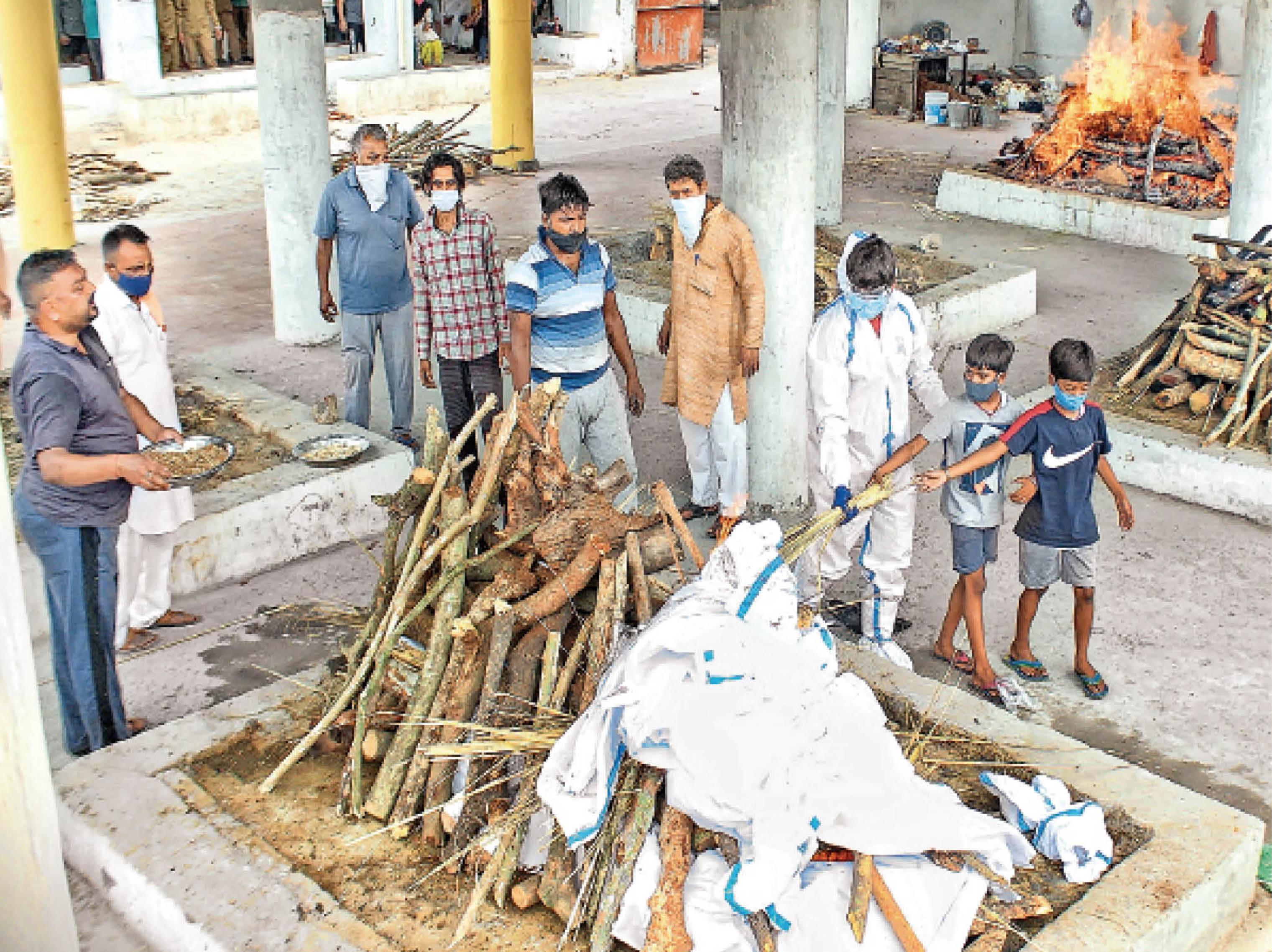 पंजाब ने 413 दिन में 10 हजार अपने गंवाए; 24 घंटे में 156 लोगों की मौत, पहली बार 8828 मरीज मिले|जालंधर,Jalandhar - Dainik Bhaskar