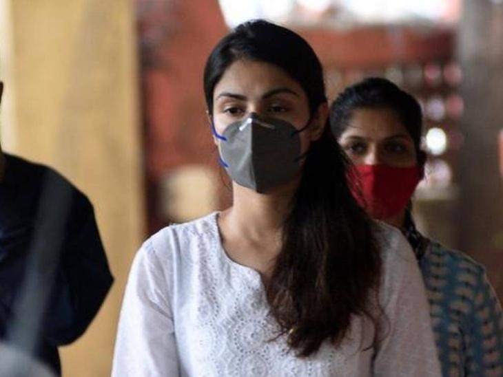 कोरोना की चपेट में आकर रिया चक्रवर्ती के अंकल का हुआ निधन, एक्ट्रेस बोलीं- 'घर पर रहें, क्योंकि कोविड अच्छा या बुरा नहीं देखता'|बॉलीवुड,Bollywood - Dainik Bhaskar