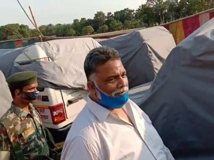 पूर्व सांसद ने अमनौर में सांसद फंड (MPLADS) की दर्जनों एंबुलेंस खड़ी रहने पर सवाल किया। - Dainik Bhaskar