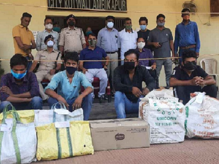 10 लाख रुपए की कफ सिरप, टैबलेट और कैप्सूल के साथ 5 गिरफ्तार, इनमें 4 खरीदार, एक मिला संक्रमित; झारखंड से लाकर बेचता था|छत्तीसगढ़,Chhattisgarh - Dainik Bhaskar