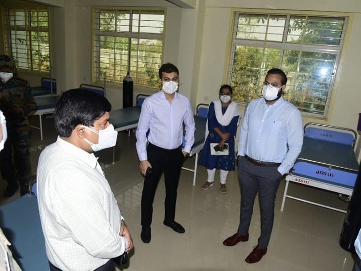 कलेक्टर डा. सारांश मित्तर ने कहा कि न्यूनतम समय में कोरोना मरीजों के लिए अधिक से अधिक आक्सीजन वाले बेड उपलब्ध कराने का प्रयास किया जा रहा है। - Dainik Bhaskar