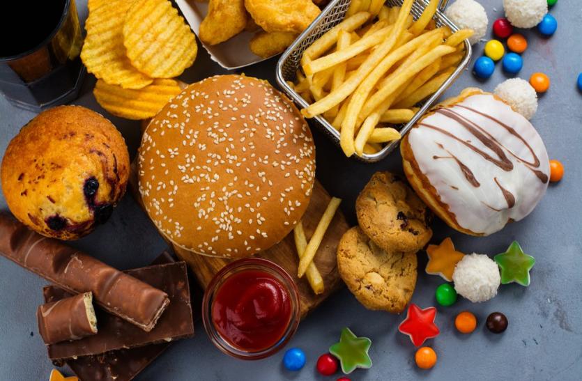 तनाव अधिक होने पर लोग चिप्स, आइसक्रीम और फास्ट फूड पसंद करते हैं; वहीं खुश होने पर सलाद, अंडे खाते हैं|विदेश,International - Dainik Bhaskar