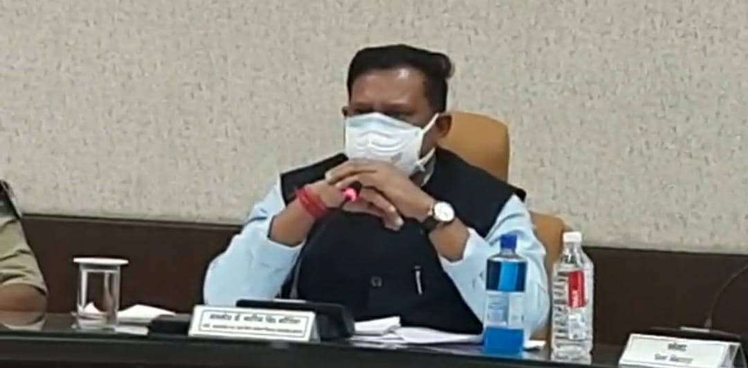 आपदा प्रबंधन की बैठक के दौरान प्रदेश के कोरोना प्रभारी  मंत्री अरविंद भदौरिया - Dainik Bhaskar