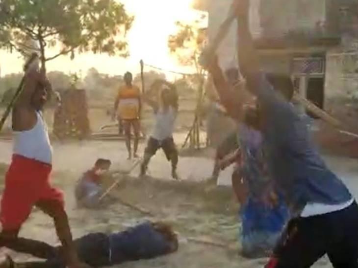 चुनावी रंजिश में चटकी लाठियां: चुनाव में मिली हार तो जीते हुए प्रत्याशी के घर पर मचाया तांडव; मारपीट में 12 जख्मी, घटना को देख रहे मासूम बच्चे भी सहमे