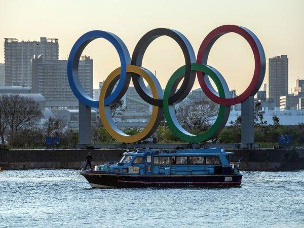जापान में दिनों-दिन बढ़ते मरीज और 11 हफ्तों बाद ओलिंपिक खेलों का आयोजन जापान की मुसिबतों को और बढ़ा दिया है। - Dainik Bhaskar