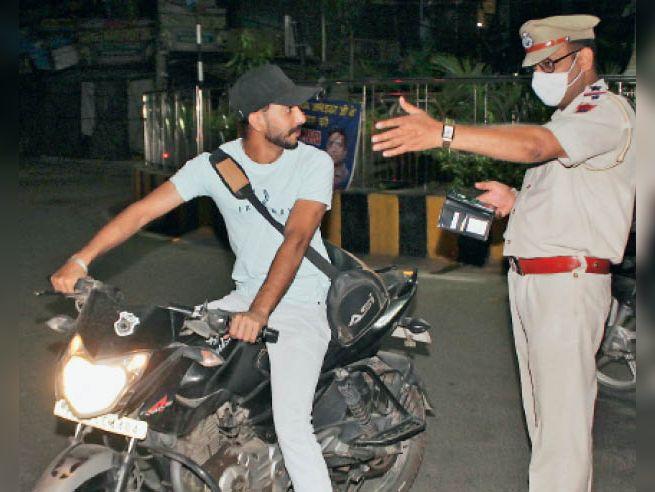 मास्क नहीं पहनने वाले 69276 लोगों ने 13 माह में 4.04 करोड़ का जुर्माना भरा जालंधर,Jalandhar - Dainik Bhaskar