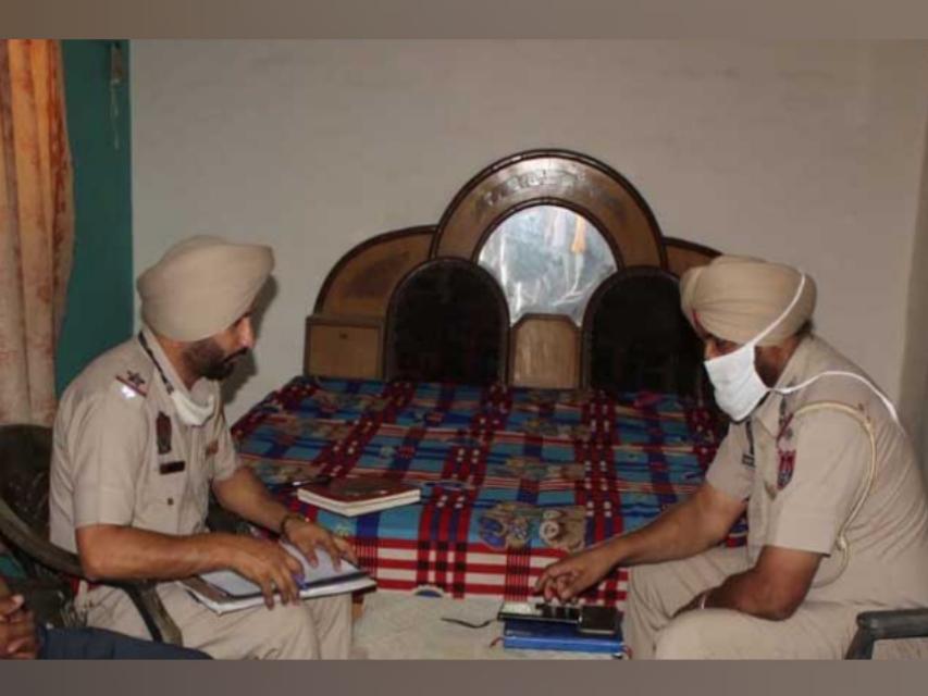 वारदात की जांच करती पुलिस। - Dainik Bhaskar