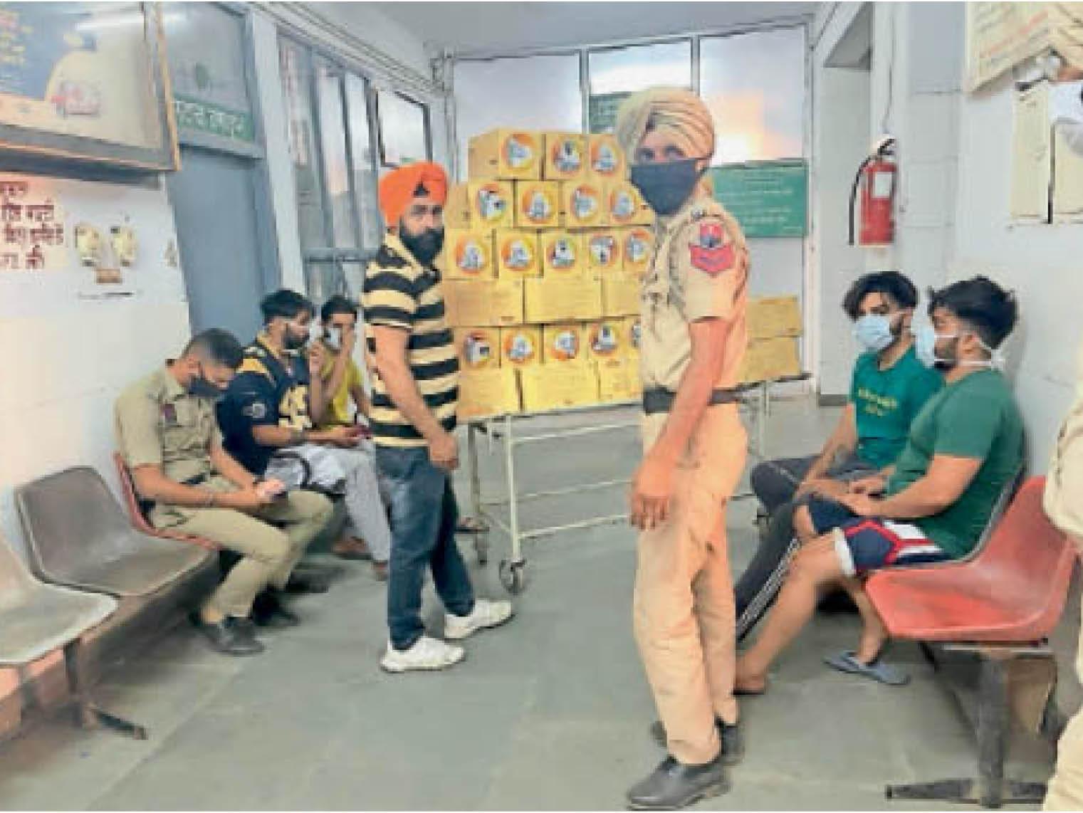 ढाई महीने में 500 किलो हेरोइन बेच चुके गैंगस्टर गैवी के 5 साथी ड्रग्स समेत अरेस्ट|चंडीगढ़,Chandigarh - Dainik Bhaskar