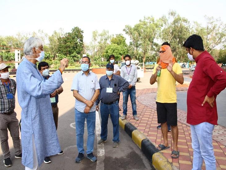शहर के टीकाकरण केंद्रों पर युवाओं की उमड़ी भीड़, विधायक ने संभाला मोर्चा; स्वास्थ्य मंत्री भी पहुंचे|रायपुर,Raipur - Dainik Bhaskar