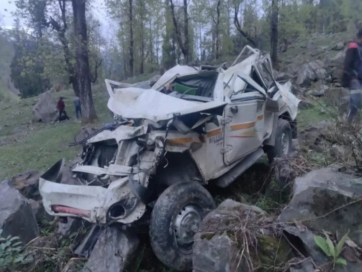 अटल टनल रोहतांग के पास धुंधी में पिकअप दुर्घटनाग्रस्त, चालक और एक सवारी ने मौके पर तोड़ा दम|हिमाचल,Himachal - Dainik Bhaskar