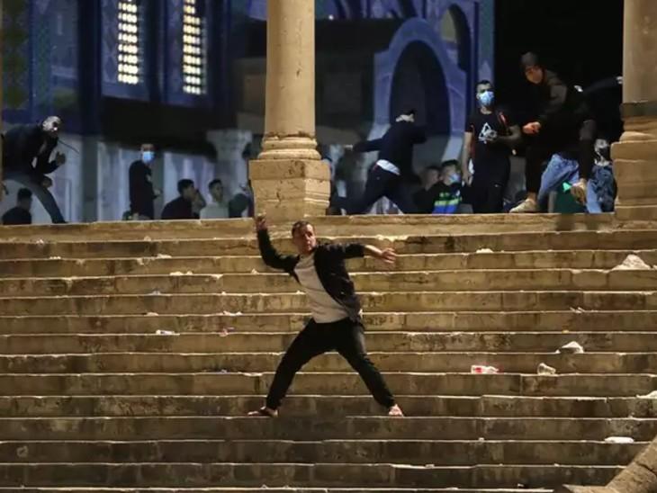 उग्रवादियों ने देर रात इजराइल की ओर चार रॉकेट दागे, तीन दिन पहले अल-अक्सा मस्जिद परिसर में हुई थी झड़प|विदेश,International - Dainik Bhaskar