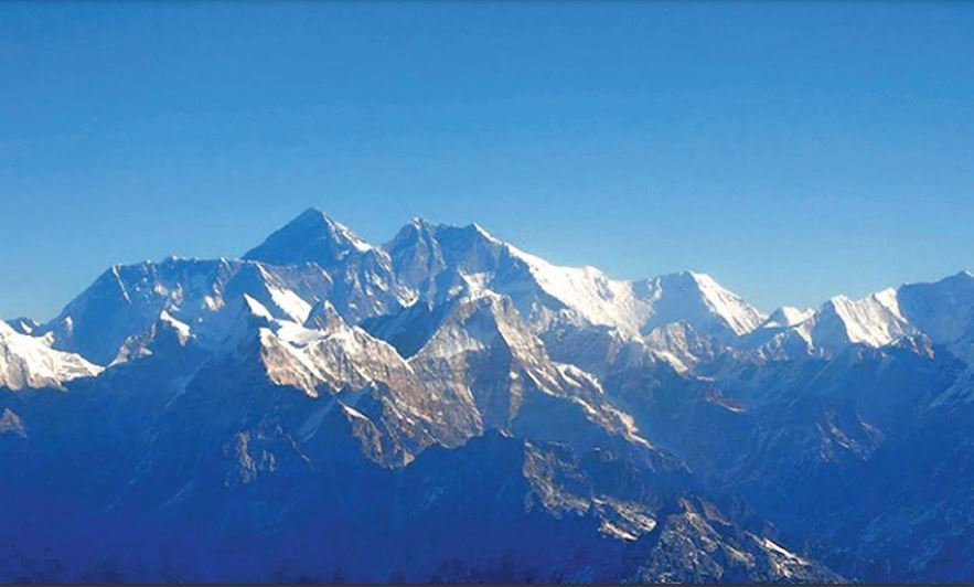 बेसकैंप तक कोरोना पहुंचने के बाद फैसला:एवरेस्ट पर 'विभाजन रेखा' खींचेगा चीन, ताकि नेपाल से संक्रमण न आए, गाइड करेंगे निगरानी