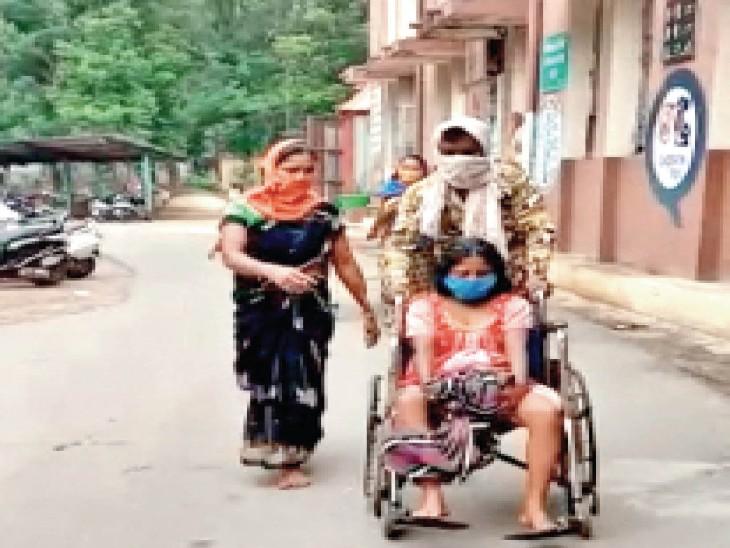 घटना छत्तीसगढ़ में कोरबा के जिला अस्पताल की है। सिविल सर्जन डॉ.अरुण तिवारी का कहना है कि पहले भी गर्भवती महिला पॉजिटिव मिल चुकी हैं, इसलिए काेराेना की जांच जरूरी है। - Dainik Bhaskar
