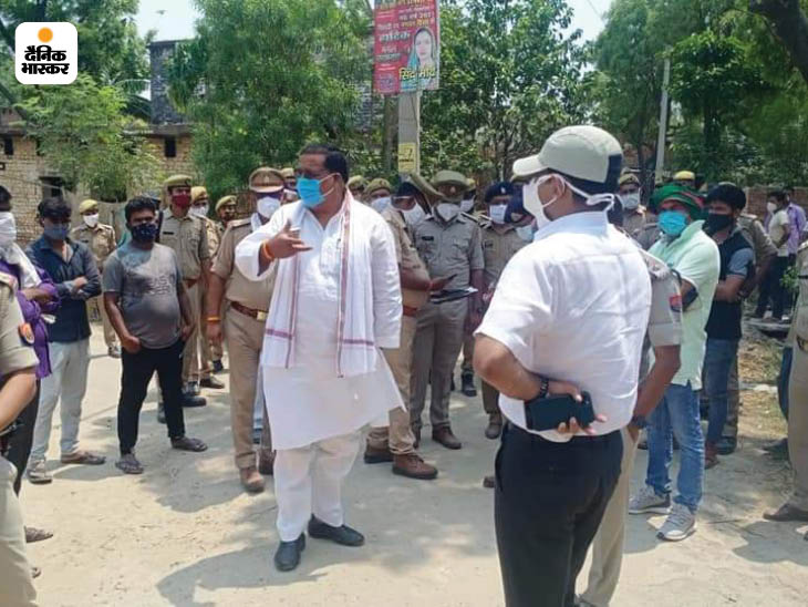 सपा विधायक ही सबसे पहले प्रभावित गांवों में पहुंचे थे। उनकी सूचना के बाद ही पुलिस भी मौके पर पहुंची।