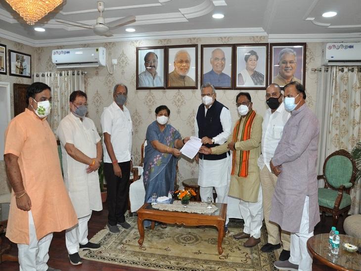 वर्चुअल बैठक से मना करने के बाद भाजपा नेता सरकार की शिकायत करने राजभवन पहुंचे।