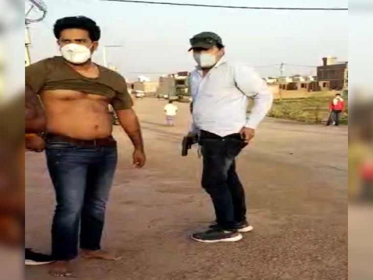 उत्तरप्रदेश पुलिस की टीम पर पथराव, दो जवानों को बंधक बनाया और इनामी बदमाश को छुड़ा ले गए साथी|ग्वालियर,Gwalior - Dainik Bhaskar