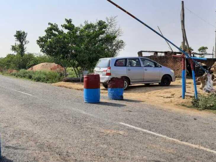 यूपी सरकार ने बिहार से शव यात्रा को प्रतिबंधित किया है, लेकिन पुलिसकर्मी हर आने-जाने वाले लोगों को भगा दे रहे हैं।