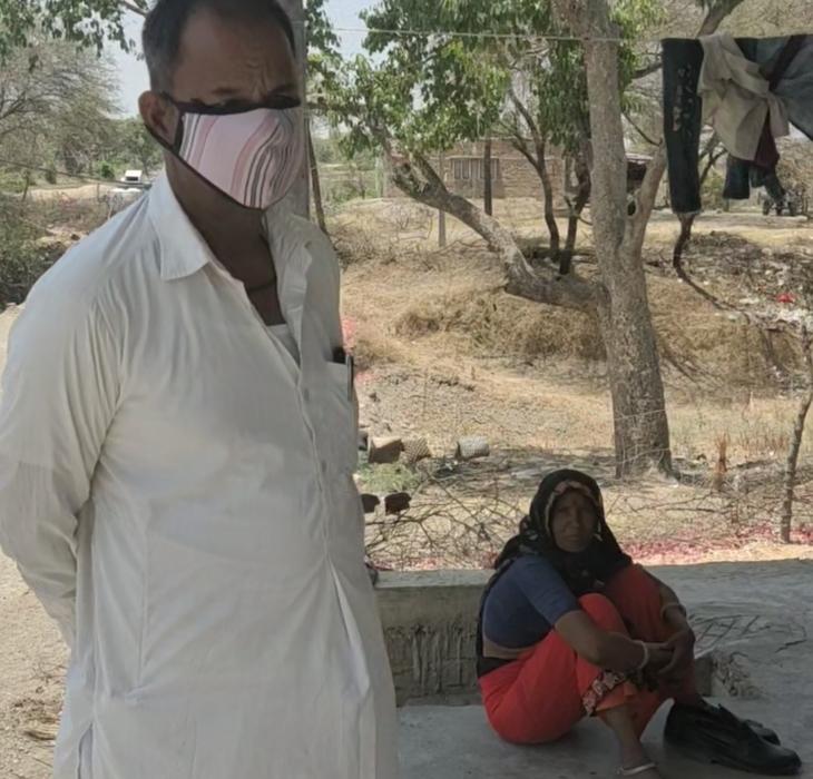 सरपंच गीता परमार और उनके पति भूवान परमार।