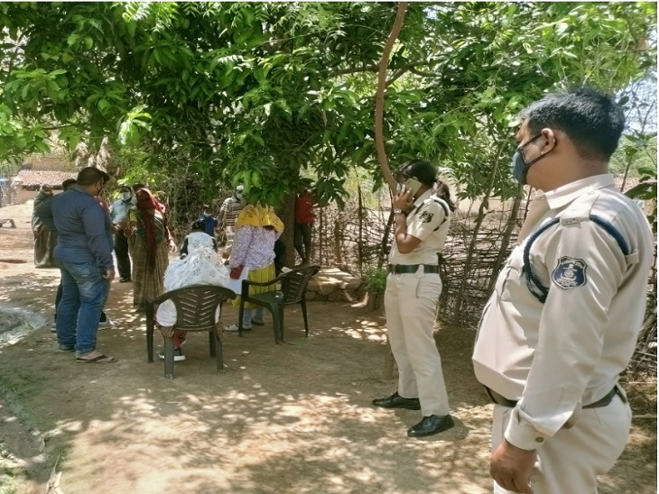 लॉकडाउन के बीच चुपके से रचाई जा रही थी नाबालिग बच्ची की शादी, खबर मिलते ही पहुंच गई पुलिस और अफसरों की टीम|छत्तीसगढ़,Chhattisgarh - Dainik Bhaskar